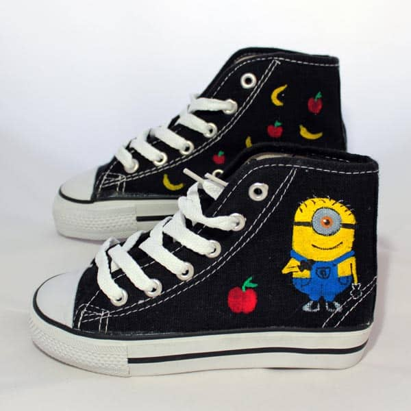 ===Mis zapatillas tienen vida=== - Página 2 Stuart_gru_zapas_pintasamano_kid_lapizcreativo