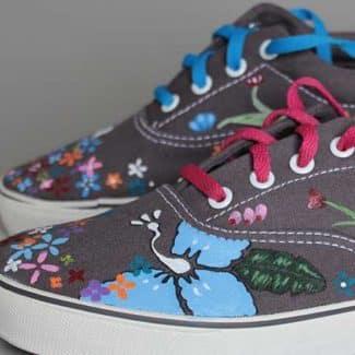 Zapatillas pintadas mano con flores
