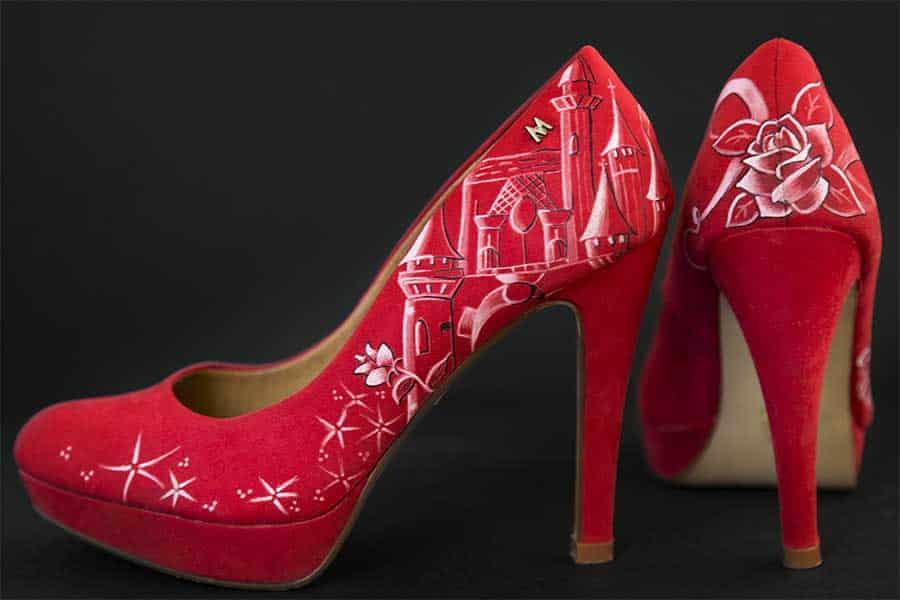 Zapatos rojos pintados a mano - Tacones decorados a mano - lápiz creativo