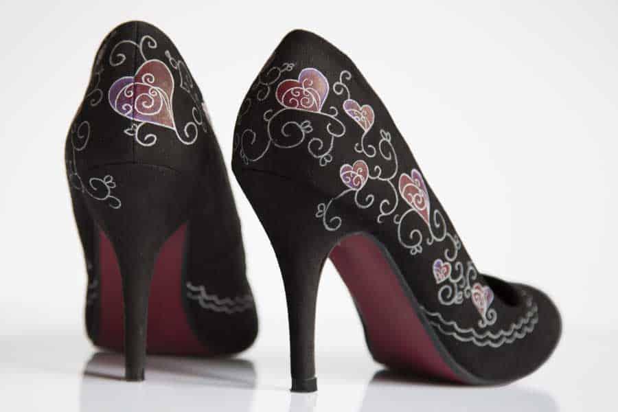 Customizar zapatos de tacón pintados a mano